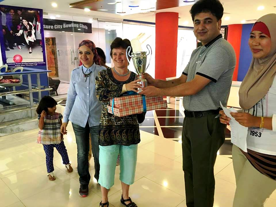 winner_of_diplomatic_womens_championship_miss_lyaida_from_chez_republic_receiving_trophy_from_ijaz_ur_rehman_secretary_general_pakistan_tenpin_bowling_federation.jpg